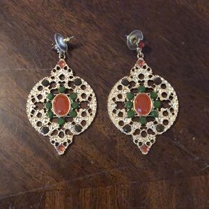 Jewelry - Gold gemstone earring.